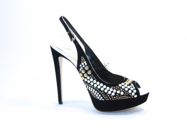 Sandalo Twice nero con perle e borchie