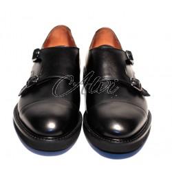 Scarpe con fibbie stile maschile nero opaco